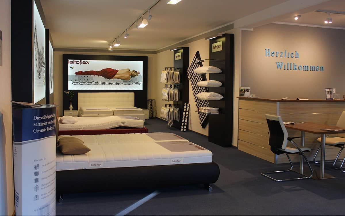 Schöne Träume - Betten, Matratzen, Kopfkissen und Bettdecken