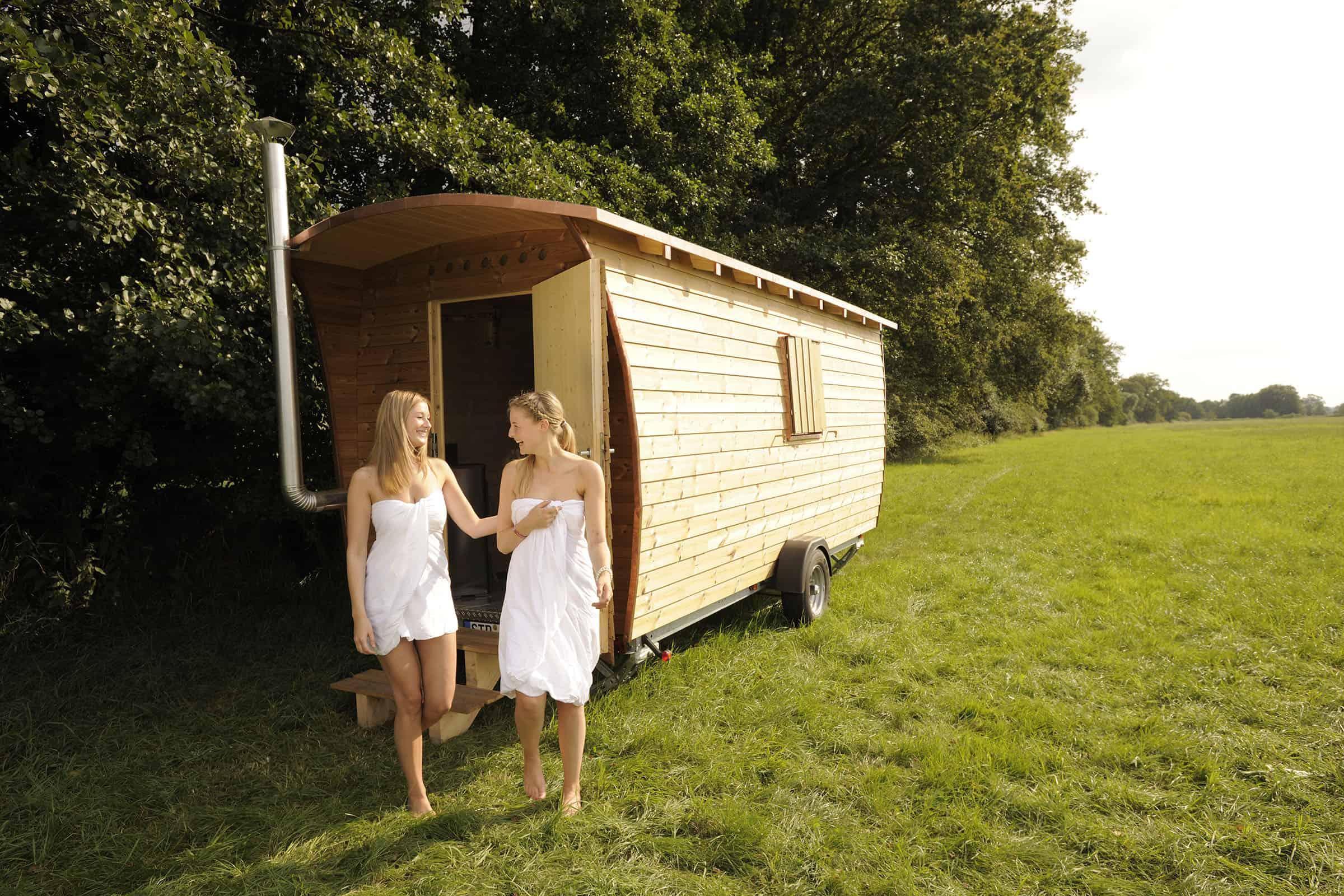 Tannhaeuschen-saunen-in-der-natur